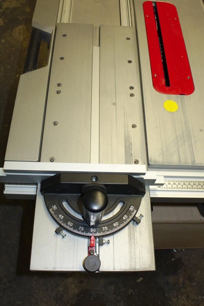Eingebauter Schiebetisch der GTS 10 XC