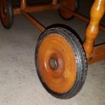 Die Räder des Stubenwagens liefen auf einer Schraube ohne Distanzhalter