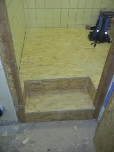 Platten verlegt und Stufen gebaut