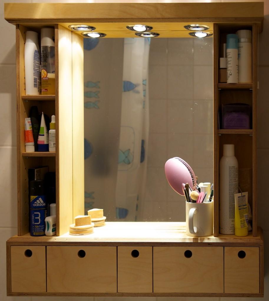 Spiegelschrank mit Schubladen