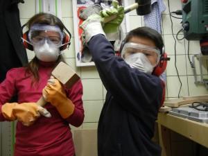 Thommy und Louisa in Arbeitsmontur