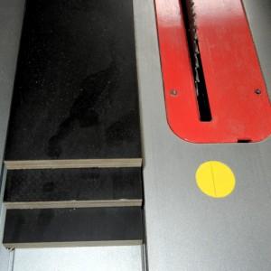 Rechtecke auf das Außenmaß der Sägeabdeckung vorschneiden